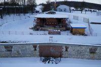 b_200_150_16777215_00_images_stories_grafiken_aktuelles_Blockhaus-neues_Dach_fuer_Rohbau_k-Werk-XXXII_Blockhausbaustelle_im_Schnee_2021-01-24_4.JPG